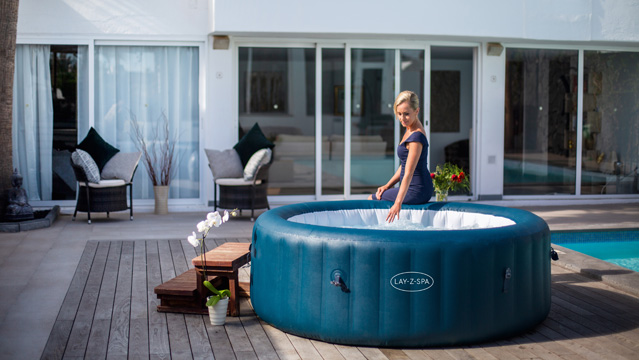Inflatable hot tub with Wifi App compatibility
