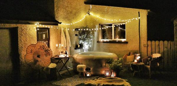 7 Tips For The Perfect Hot Tub Party