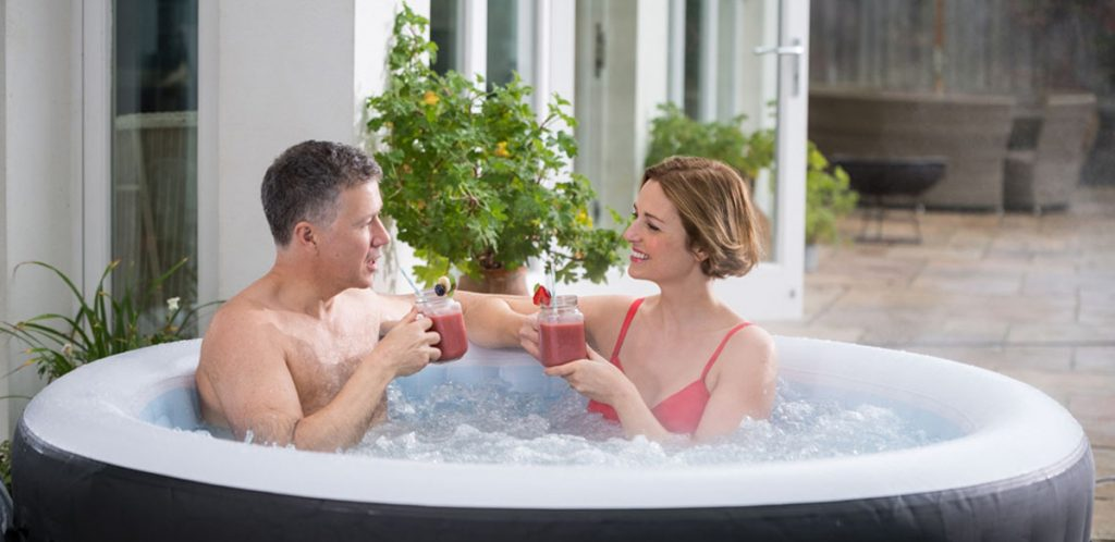 Romantic hot tub perfect for two