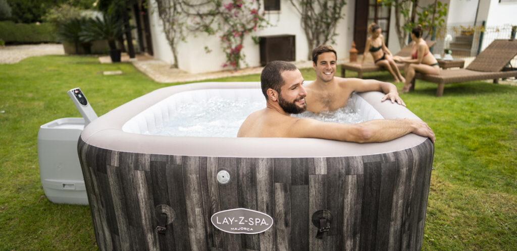 Square hot tub for 6 people