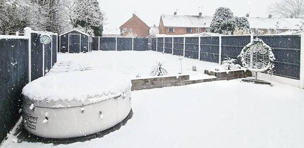 Lay-Z-Spa winter hot tub